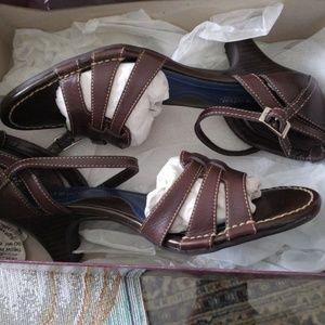Heeled shoes
